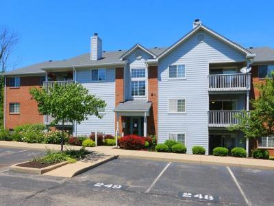 West Chester Condo/Townhouse For Sale: 7470 Shawnee Lane #275
