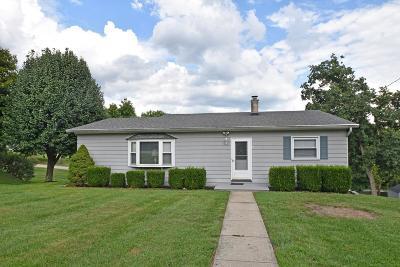 Aurora Single Family Home For Sale: 103 Hillcrest Drive