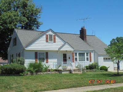 Hamilton Single Family Home For Sale: 560 Sharon Lane