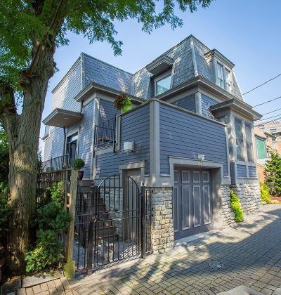 Cincinnati Single Family Home For Sale: 909 Riverview Place