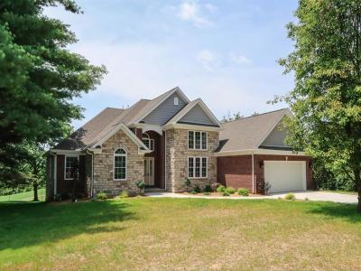 Lawrenceburg Single Family Home For Sale: 1335 Golf View Court