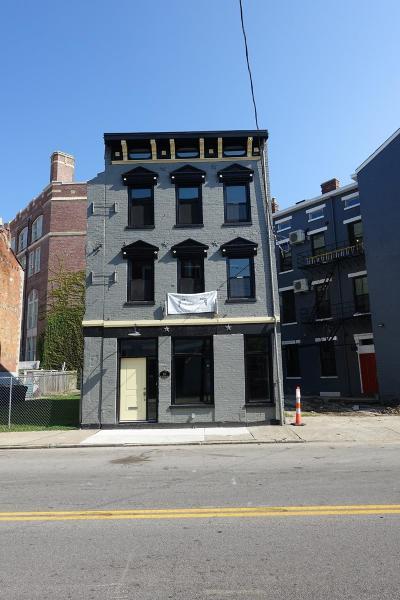 Cincinnati Single Family Home For Sale: 154 E McMicken Avenue