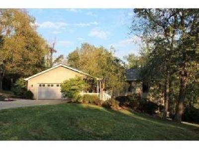 Lawrenceburg Single Family Home For Sale: 19858 Elm Drive