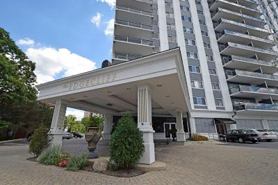 Cincinnati Condo/Townhouse For Sale: 2200 Victory Parkway #704