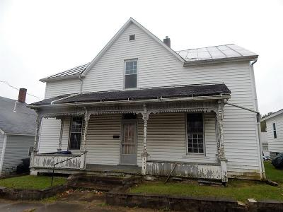 Adams County, Brown County, Clinton County, Highland County Single Family Home For Sale: 154 W Sugartree Street