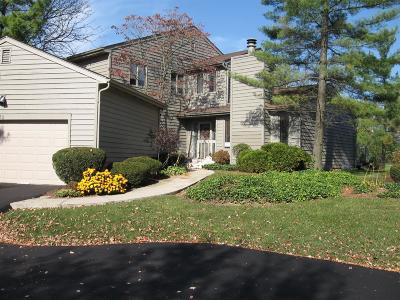Blue Ash Single Family Home For Sale: 32 Carpenters Ridge