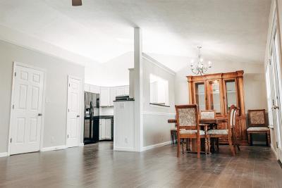 Sharonville Single Family Home For Sale: 1407 Garden Place