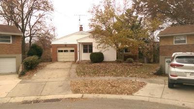 Cincinnati Single Family Home For Sale: 1121 Wendover Court