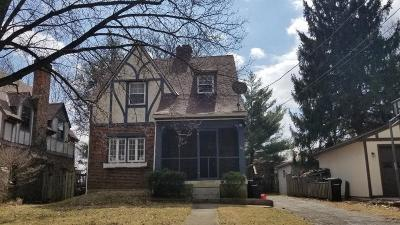 Cincinnati Single Family Home For Sale: 1633 Peaslee Avenue