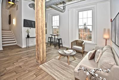 Cincinnati Condo/Townhouse For Sale: 813 Broadway Street #405