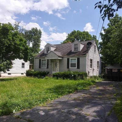 Single Family Home For Auction: 609 Smiley Avenue