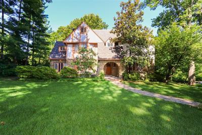 Cincinnati Single Family Home For Sale: 22 Elmhurst Place