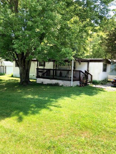 Brookville Single Family Home For Sale: 15065 Hummingbird