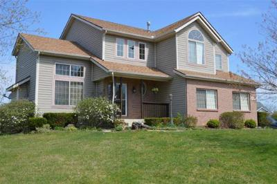 Single Family Home Sold: 1015 Meadow Thrush Dr