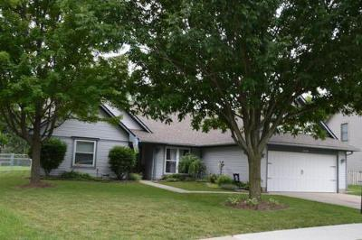 Single Family Home Sold: 926 Sunset Dr