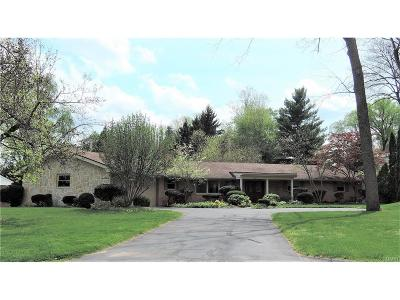 Kettering Single Family Home For Sale: 1302 Laurelwood Road