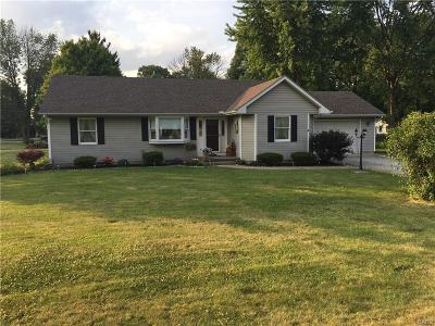 Jamestown Single Family Home For Sale: 3758 Shawnee Trail
