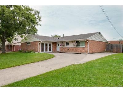 Huber Heights Single Family Home Active/Pending: 6138 Buckman Dr