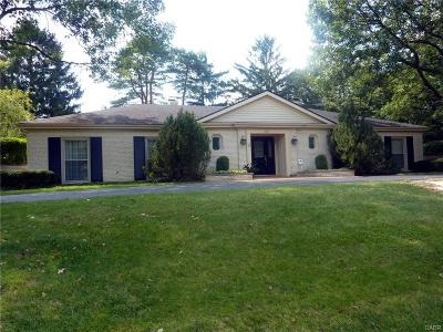 Kettering Single Family Home For Sale: 3951 Stonehaven Road