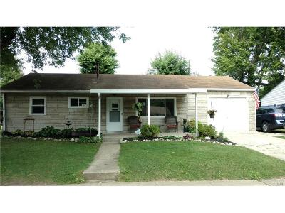 Fairborn Single Family Home For Sale: 15 Lindway Drive