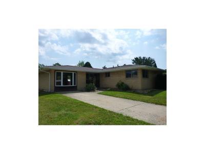 Fairborn Single Family Home For Sale: 1376 Maplegrove Drive