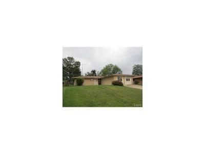 Fairborn Single Family Home For Sale: 1385 Maplegrove Drive