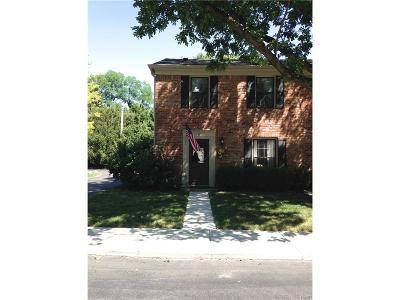 Centerville Condo/Townhouse Active/Pending: 67 Cranston Court #28