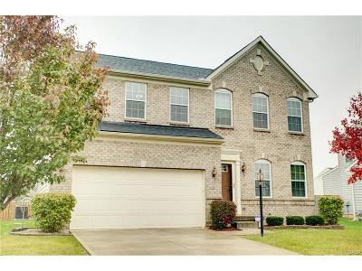 Fairborn Single Family Home For Sale: 138 Waterford Boulevard