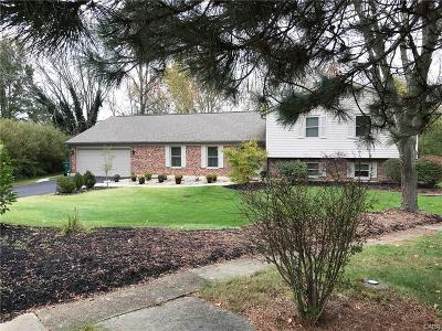Dayton Single Family Home For Sale: 900 Cedar Creek Circle