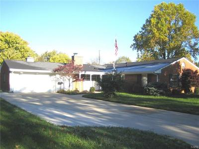 Kettering Single Family Home For Sale: 2043 Hamlet Drive