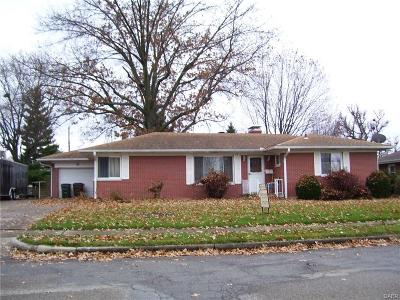 Xenia Single Family Home For Sale: 381 Country Club Drive