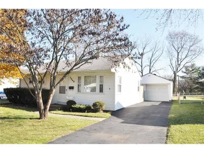 Kettering Single Family Home For Sale: 3448 Valleywood Drive