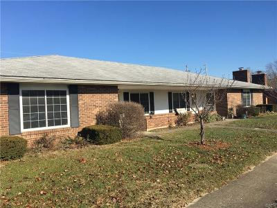 Vandalia Multi Family Home Active/Pending: 853 Heather Court