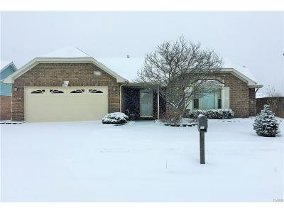 Huber Heights Single Family Home Active/Pending: 8767 Deer Hollow Drive