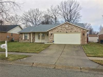 Huber Heights Single Family Home Active/Pending: 8981 Davidgate Drive