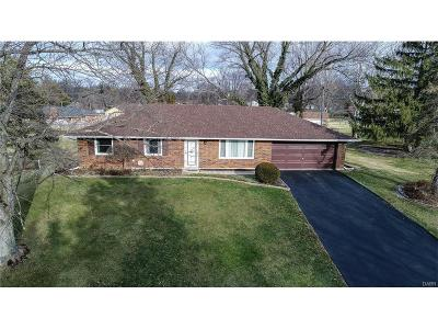 Beavercreek Single Family Home For Sale: 2703 Vineland Trail