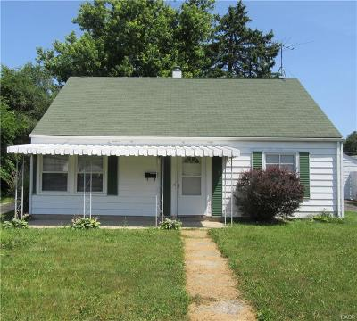 Single Family Home For Sale: 2102 Hadley Road