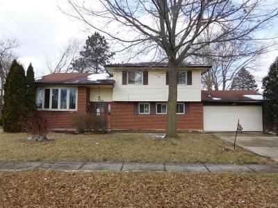 Dayton Single Family Home For Sale: 4957 Shadwell Drive
