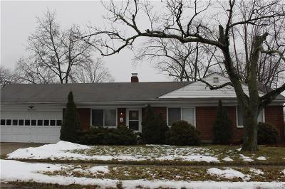 Dayton Single Family Home For Sale: 800 Fairacres Drive