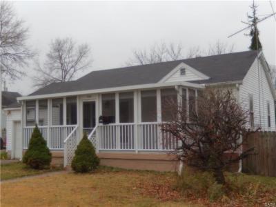 Fairborn Single Family Home For Sale: 1033 Victoria Avenue