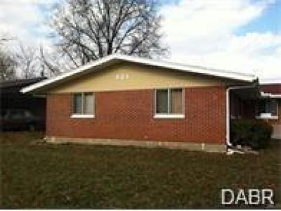 Dayton Single Family Home For Sale: 621 Mapleside