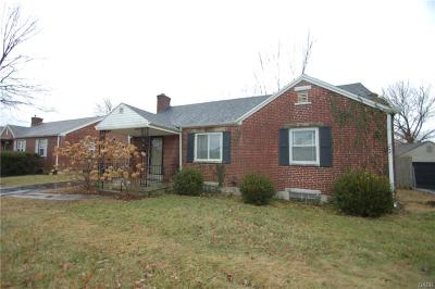 Kettering Single Family Home Active/Pending: 200 Schuyler Drive