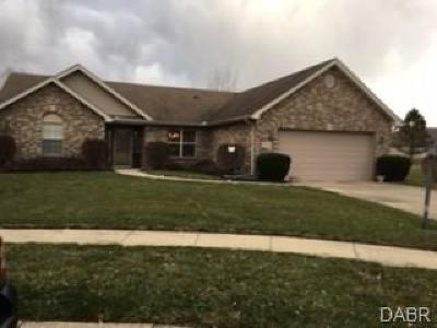 Huber Heights Single Family Home For Sale: 6790 Wintergreen Place