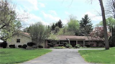 Kettering Single Family Home Active/Pending: 1302 Laurelwood Road