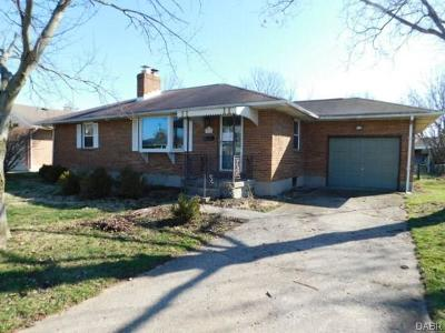 Dayton Single Family Home For Sale: 410 Shade Drive