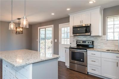 Dayton Single Family Home Active/Pending: 443 Lincoln Green Drive