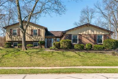 Fairborn Single Family Home Active/Pending: 1881 Robin Hood Drive
