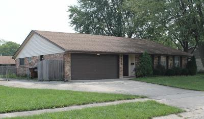 Huber Heights Single Family Home Active/Pending: 6964 Locustview Drive