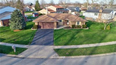 Huber Heights Single Family Home Active/Pending: 6015 Honeygate Drive