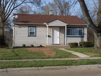 Fairborn Single Family Home For Sale: 11 Pat Lane